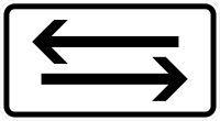 VZ 1000-30 Beide Richtungen, zwei gegengerichtete waagerechte Pfeile